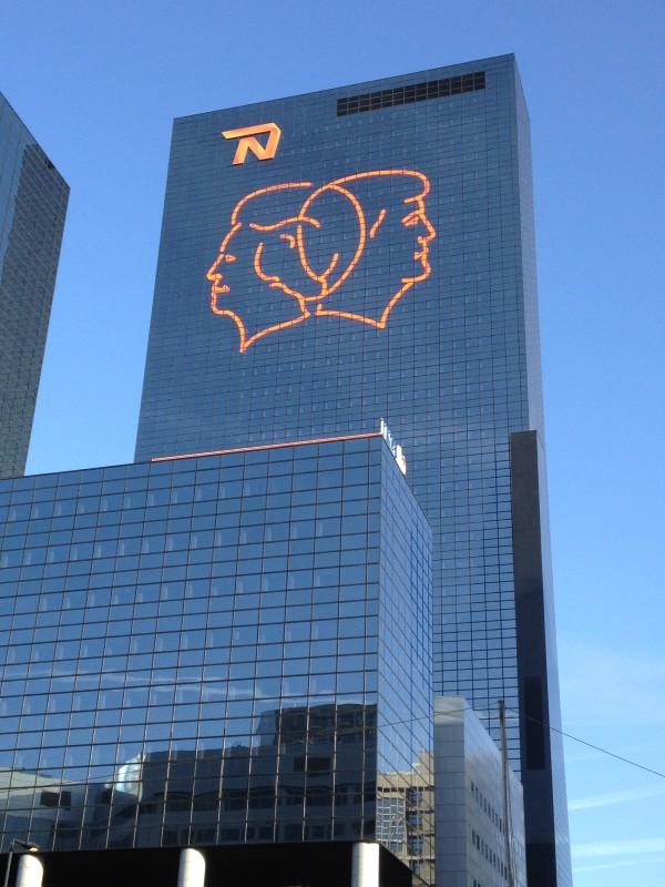Koninklijke Lijnen Troonwisseling - Thijs Kelder en Gijs van Bon - Nationale Nederlanden Rotterdam (foto: Motherboard)
