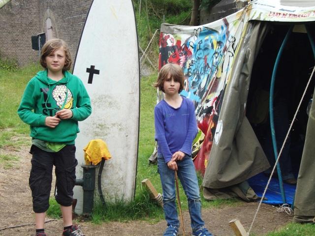 KidsKunstKenners Sem&Zeno voor het project van David Bade - Laat de kinderen tot mij komen