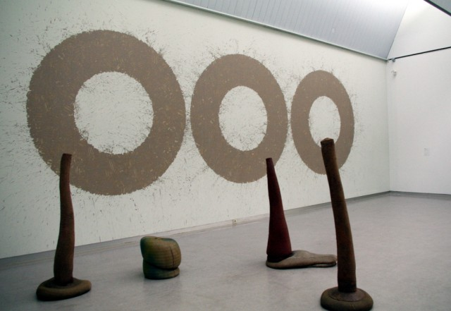Richard long – river avon mud circles 1984 en barry flanagan