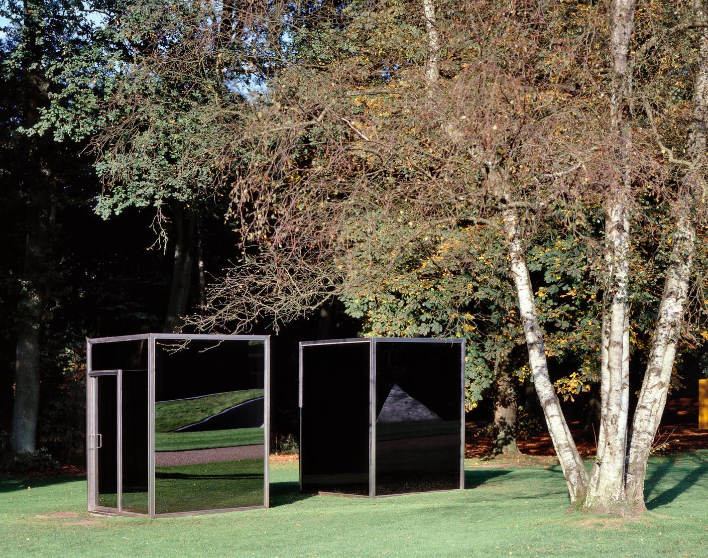 Two Adjacent Pavilions - foto door Cary Markerink,  Kröller-Müller Museum